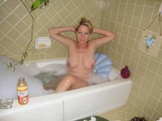 If mrs cat were any sexier I think I might explode on this very spot! Scrub your back? Wash your beautiful boobs? Love to join you!