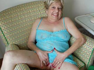 You are smoking hot!  I LOVE older women! I'd like to fuck you with my large penis.