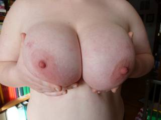 Those are some yummy big white tits.