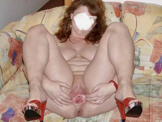 I love spreading my mature cunt for you to see x