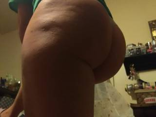 Look at that sexy big butt. Im hard as i type this damn!