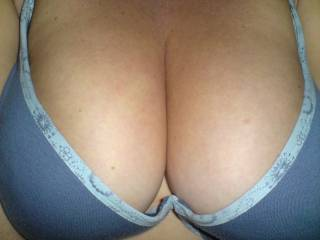 looking for a cock to fit this cleavage all cumers welcome
