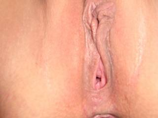 nothing like a clean shaven pussy,ready to eat and fuck!! all it need is a load of cum.