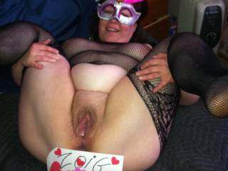 Showing her cream pie in her new bodysuit, it was so hot!!! Mmmm. 😍