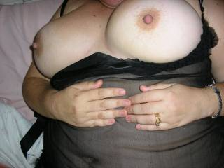 i love those breat of yours hun. can i suck them???? mmmm
