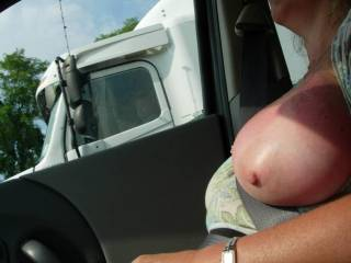 This is what we like to do, my gf spreding her leg and flashing her pussy in the car