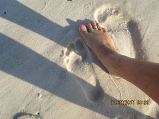 sexy toes on the beach
