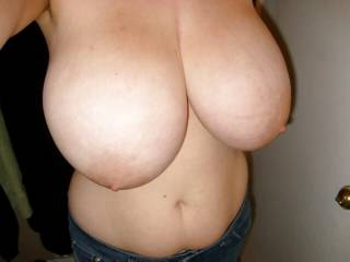 Busty mature Victoria shows her huge tits!
