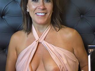 We were on a short vacay to Albuquerque a few weeks ago, and went out to eat at a very nice restaurant/bar.  Melissa wore this really thin dress, with nothing at all underneath.  We had incredible service that night.....