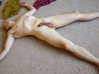 mmmm shows off that great body and really long thick cock nice