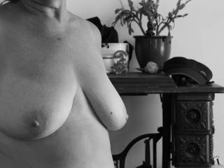 A nice black and white of the wifes boobs.