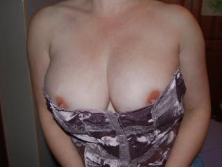 """I think corsets are incredibly sexy mmmm they make a beautiful """"frame"""" dont you think?"""