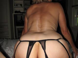 ... a round ass and small waist and strong back. Not bad for a granny!