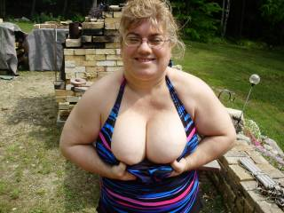 mmmm I could have hours of fun playing with those fabulous tits