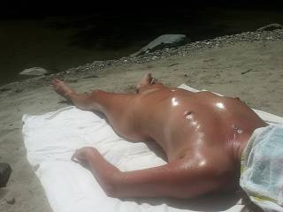 Nothing like a sexy oiled up lady to enjoy the day with,,thanks for sharing
