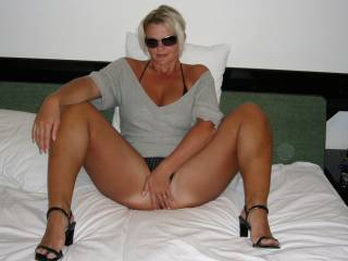 Omg what a hot sexy woman! My cock is hard and throbbing