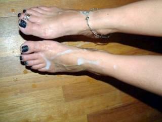 I LOVE hot cum on my feet