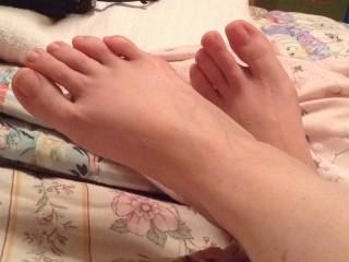 She had her creamy white feet crossed on the bed with those sexy toes driving me crazy and I had to preserve the moment in a close up photo.