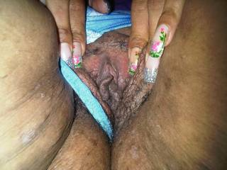 That pussy looks SOO HOTT and delicious!! Let me have a taste of your sweetness, then fuck you!