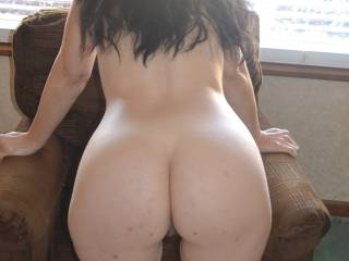that is one sexy ass. I'd like to fuck your brains out anytime.