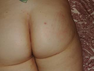 Hand print on my ass. I like it a little rough!