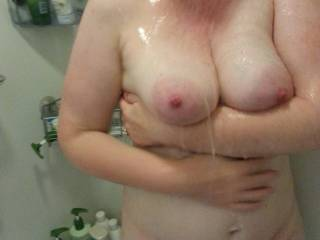 Mmmmm wash those lovely tits, would be fun in there helping.