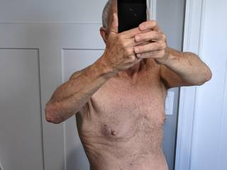 Another selfie!  Put on a few pounds since the last one. What do you think?