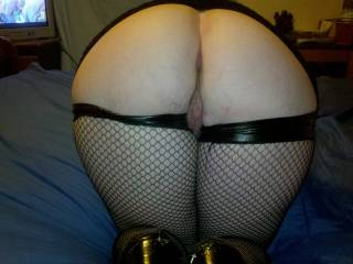 Wow....id love to drain my nuts in each one...amazing ass!