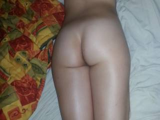 oh wow i love your sexy lil bum and back it could kiss it allday long