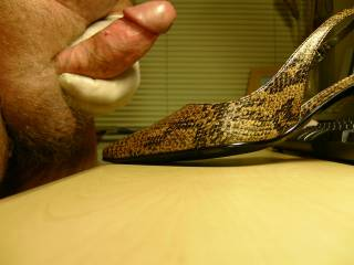 hope you licked it out of her shoe afterwards, I love the taste of cum licked from my wifes sweaty shoe ;-)