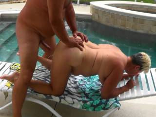 Wife just starting to squirt after he pulled  it out real quick