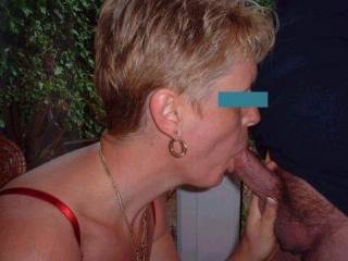 Gotta love a woman that knows how to suck cock!