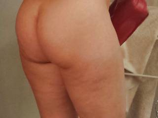 Her juicy thick ass and thighs in the bedroom...