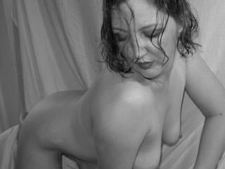 Very sexy pose ....beautiful body, beautiful tits