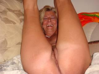 mmmmmmmm would love to slide my cock in her hot pussy...