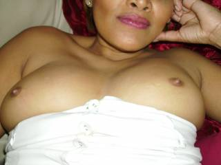Mmmmmm you are beautiful I love your tits and sexy lips