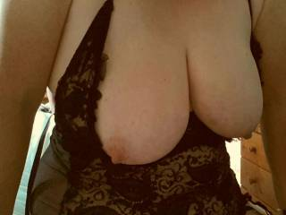 Mmmmm would love to cum over your sexy boobs. Or even better my mate and me cum over them mmmmm xxxx