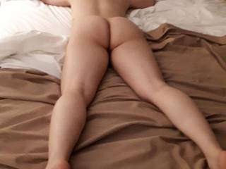 Would anyone like to cum on my ass ??  I LOVE tributes!!