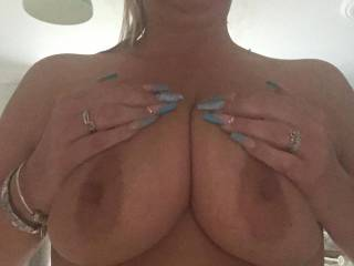 For the boob lovers... they may not be as pretty as some but they're mine!! 😱☺️😂
