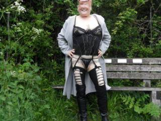 hi all we had a little walk around the park hope you like the view dirty comments welcome mature couple