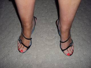 Very sexy pedicure on the toes, lets play..........................  Basil