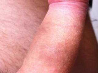 Mmm that looks a nice uncut cock