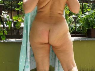 I keep coming back to this picture to have another look!  To me, THAT is the perfect ass!  Would love seeing a video featuring that naked ass...and showing of those perfect cheeks!