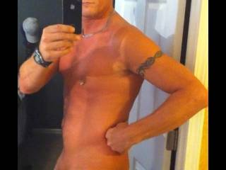 These pics r for wonens eyes only Im a straight guy who saw his sexy ass in the mirror & thought being a39 yr old single takes up alot of time when trying to meet new people outsite your work place so thought WTF take a chance & share pics of my sexy