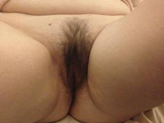 lovely pussy, would love to find my way thru that bush xxx