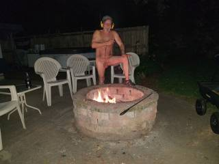 Enjoying a naked campfire listening to some tunes. Too bad I have empty chairs. Need some friends who are not afraid of being natural on a great night.