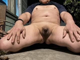 I\'m taking naked pictures on my front porch!