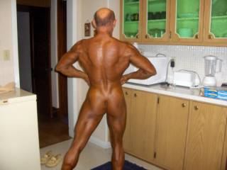 My girlfriend likes it it when I pose like a bodybuilder, it makes her horny.