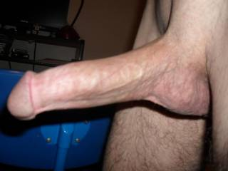 love to walk around 8inch cock sticking out