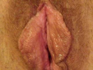 I want to pull those fat lips apart and dive right in . Lick n suck until you cum all over my face 👅